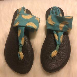 Girls Sanuk banana sandals